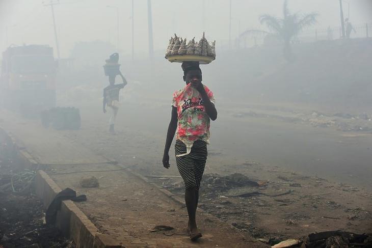 Szmog Lagosban. (Fotó: AFP)
