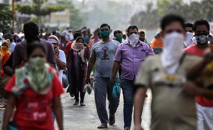 Az oxigénhiány a legnagyobb gond Indiában (fotó: MTI/EPA)