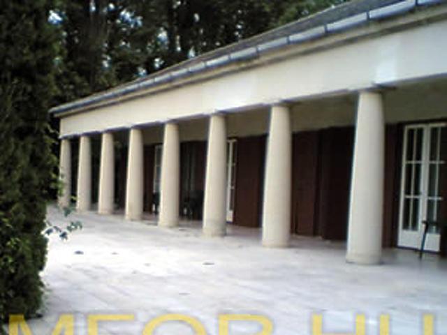 A kormányfői rezidencia Balaton felöli oldala