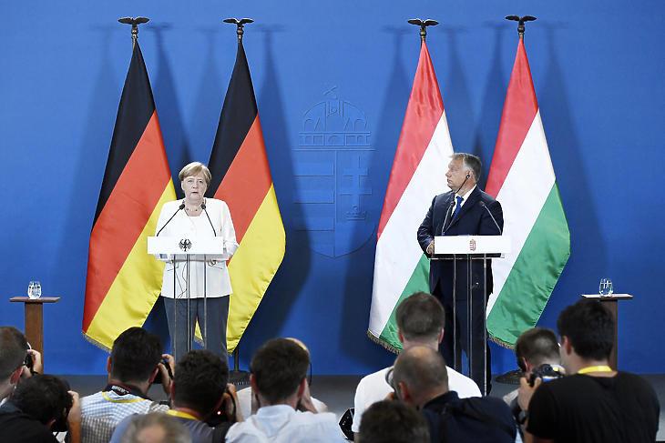 Angela Merkel és Orbán Viktor közös sajtójékoztatójukon. Fotó: MTI/Koszticsák Szilárd