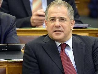 Kósa Lajos megkérte a Fideszt, hogy avatkozzanak be a sör- és üdítőital-piac szabályaiba