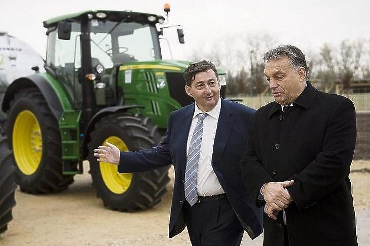 Mészáros Lőrinc, Orbán Viktor és egy traktor. (Fotó: MTI)