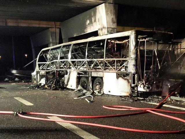 A busz roncsa a baleset után