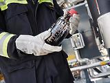 Eldobott kólásüvegből sajtol benzint az OMV