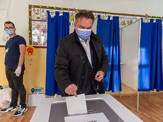 Bukott a jobbközép kormány Romániában az exit poll szerint