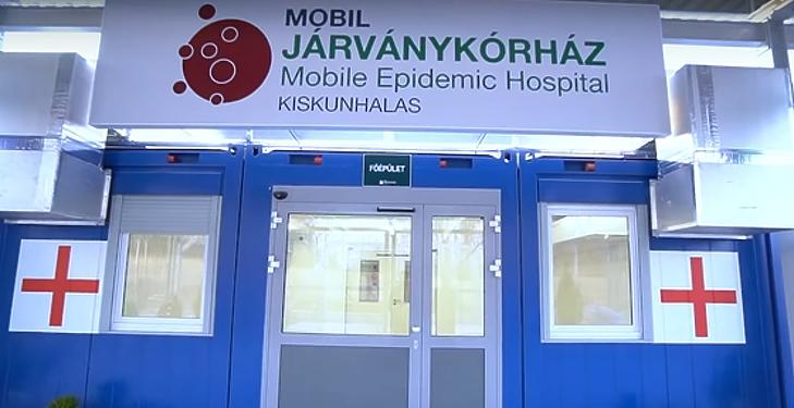 Ma reggel megnyitotta kapuit a Kiskunhalasi Mobil Járványkórház. Fotó: mti