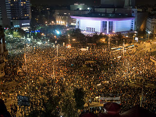 Győztek a tüntetők, meghátrált a román kormány