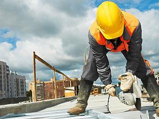 A munkások fele feketén dolgozik az építőiparban
