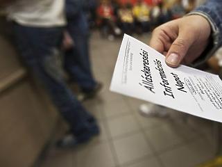 A közmunkások és a külföldön dolgozók miatt csökkent a foglalkoztatottság