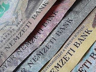 Hiába minden törekvés: soha nem volt nálunk még ennyi készpénz