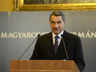 Vicc - mondta Lázár a magánnyugdíjak államosítása miatt tett feljelentésről