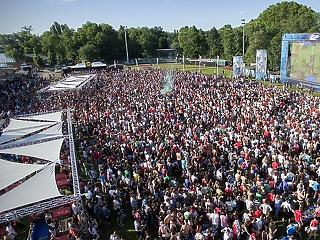 Kormányszóvivő: augusztus 15-ig 500 fősnél kisebb tömegrendezvény sem lehet az országban