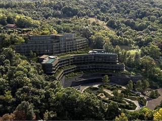 3,6 milliárdért adta el Tiborcz István a visegrádi befejezetlen luxusszállót