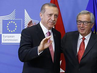 Törökország ismét kap 3 milliárd eurót a menekültek ellátására