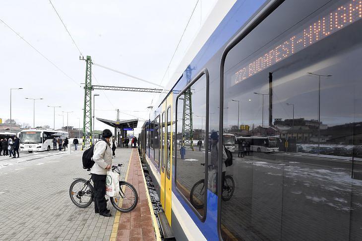 Jutna forrás a Kelenföld-Nyugati pályaudvar között tervezett új vasúti összeköttetés környezetvédelmi munkarészeire. Fotó: MTI