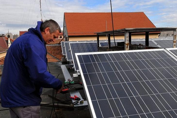 Egyre több napelemet telepítenek