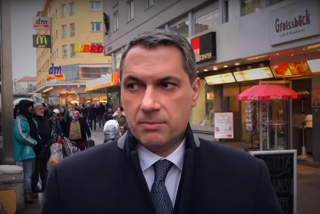 Lázár János a választási kampány hajrájában annyira nem élte Bécset. (forrás: Facebook)