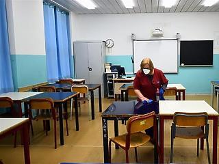 PSZ:  mielőbb zárják be az iskolákat, a kieső időre kapjanak fizetést a tanárok - ahogy Szlovákiában