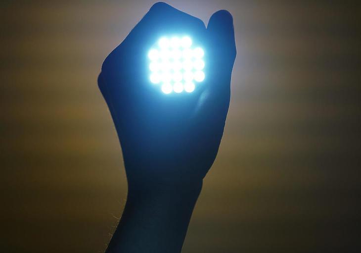 A LED lámpák nagyságrendekkel energiatakarékosabbak, mint a hagyományos izzók.