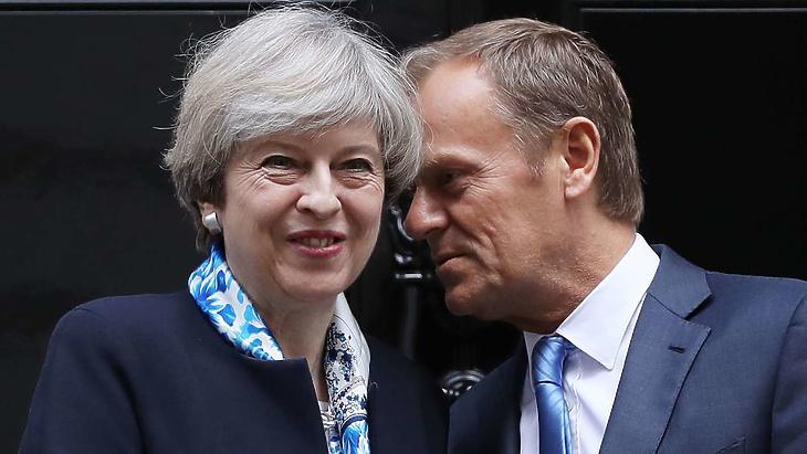 Donald Tusk és Theresa May volt brit miniszterelnök. Illusztráció. (Fotó: Getty)