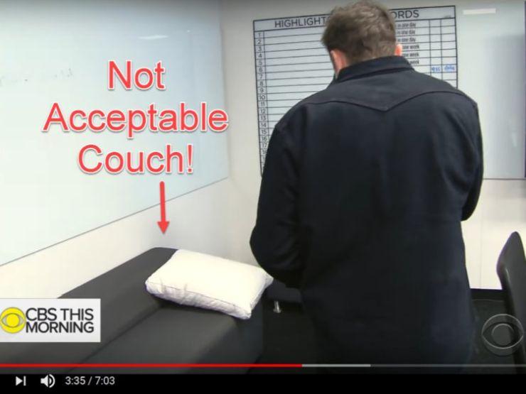 Az elfogadhatatlanul kényelmetlen kanapé