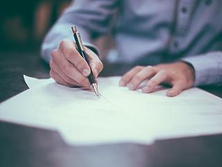 Frissen alapított cégnek szervez ki közfeladatokat az ITM