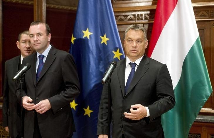Elválnak útjaik? Manfred Weber és Orbán Wiktor egy korábbi tájékoztatón. MTI Fotó: Koszticsák Szilárd