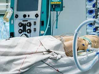 Régi-új módszer segíthet a lélegeztetett COVID-betegek túlélésében?