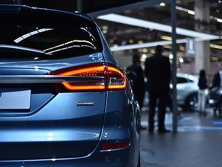 Lehet, hogy az elektromos autóké a jövő - de most még a hibridek nyernek