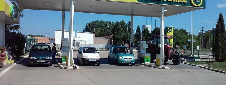 A mezőkovácsházai benzinkút, még a régi színekben (és régi árakkal). Forrás: mpetrol.hu