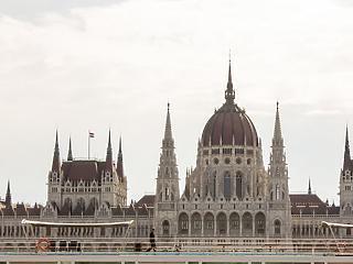 Tovább esett a magyar gazdaság