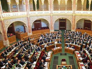 Ma kezdi tárgyalni a parlament a jövő évi költségvetést