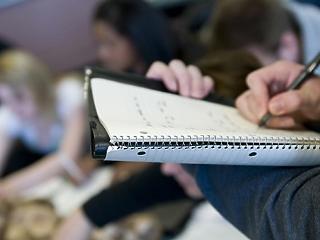 A diákok harmada dolgozni kényszerül a tanulás mellett