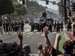 New York és Los Angeles is a rendőrségi költségvetés megvágásával válaszol a George Floyd-zavargásokra