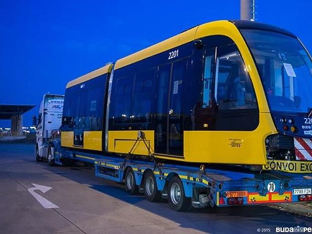 Így jött az első CAF villamos Budapestre