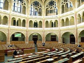 Hány napot dolgoztak idén a parlamenti képviselők? Összeszámoltuk