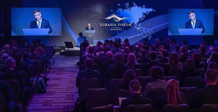 Matolcsy György, az MNB elnöke felszólal a Magyar Nemzeti Bank rendezésében tartott Eurázsia Fórumon (Fotó: MTI/Szigetváry Zsolt)