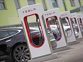 Egy év alatt sokkal több e-autós töltőállomás lett az országban - a töltések száma viszont csökkent