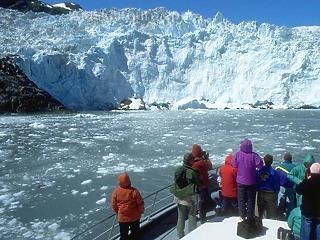Özönleni kezdtek a turisták Alaszkába, hogy megnézzék a gleccsereket, mielőtt szétolvadnak