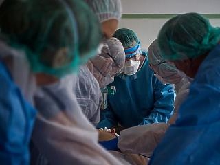 Koronavírus: újabb gyógyszerszállítmány érkezett Magyarországra