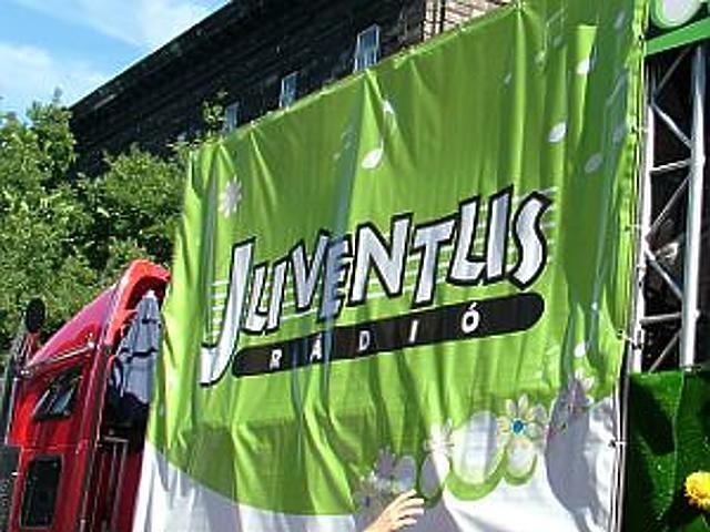 Virágba borult a Juventus kamion
