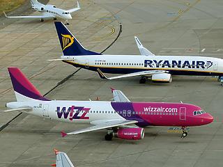 Változtat a Wizz Air és a Ryanair: csak egy kézipoggyászt lehet ingyen felvinni a gépeikre