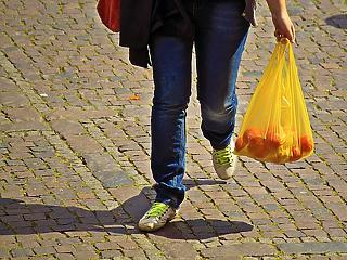 Ami nálunk egy hónap alatt elbukott, azt Ausztria simán megcsinálta: betiltják a műanyag zacskókat