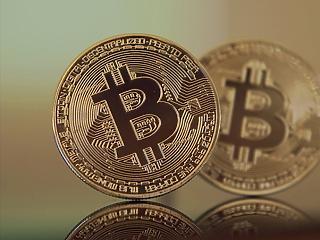 A 10 ezres szinthez közelít a Bitcoin