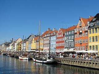 Dániában már csak a tömegközlekedési eszközökön kell maszkot viselni
