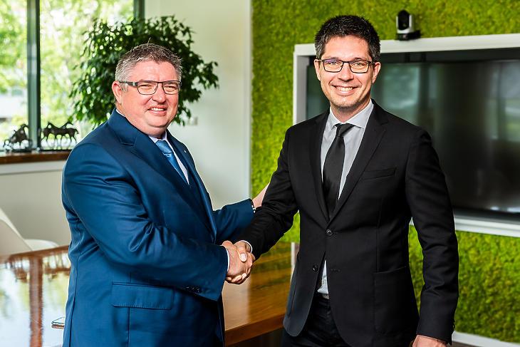 Vida József, a Takarék Csoport (balról) és Balog Ádám, az MKB Bank vezetője