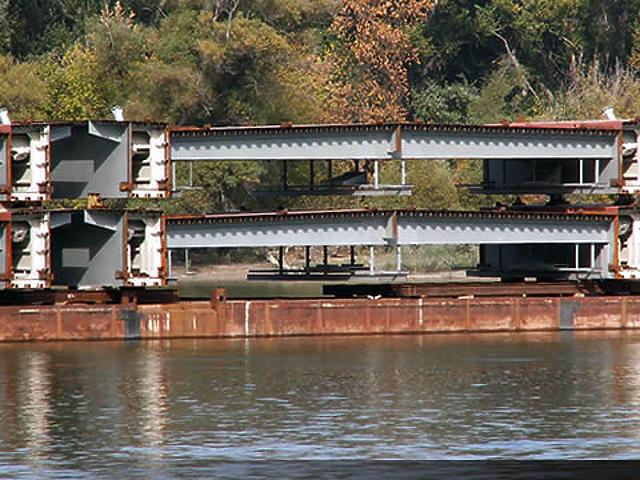 A hídelemek egy része már itt van