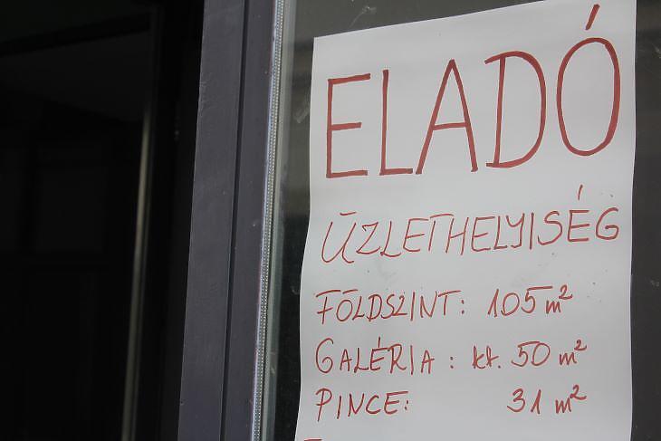 Eladó üzlet a belvárosban. (Fotó: Mester Nándor)