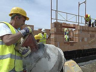 Áprilisban se lassított az építőipar