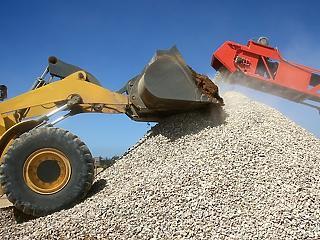 Egy hatalmas kavicsbánya-bővítés ügyében beperelték a Pest Megyei Kormányhivatalt